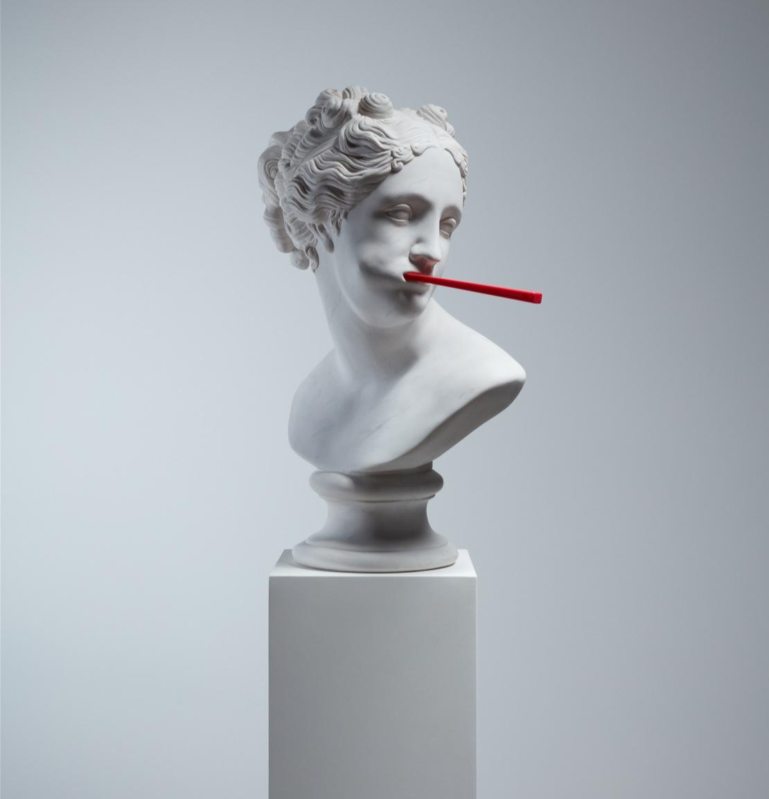 Art of Swissdent socha Penelope s kartáčkem